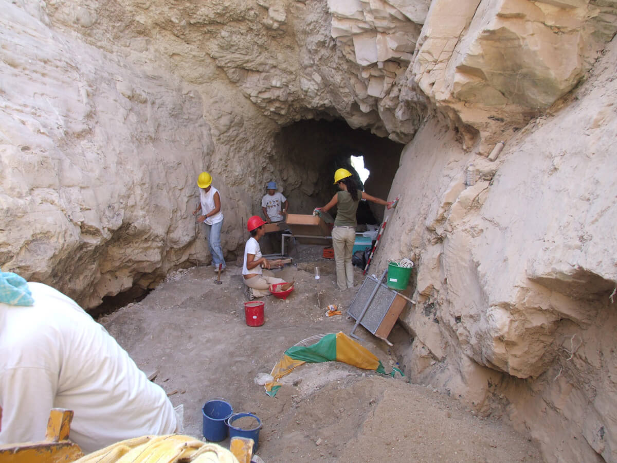 Exhumation of human remains in Cyprus. (CMP)