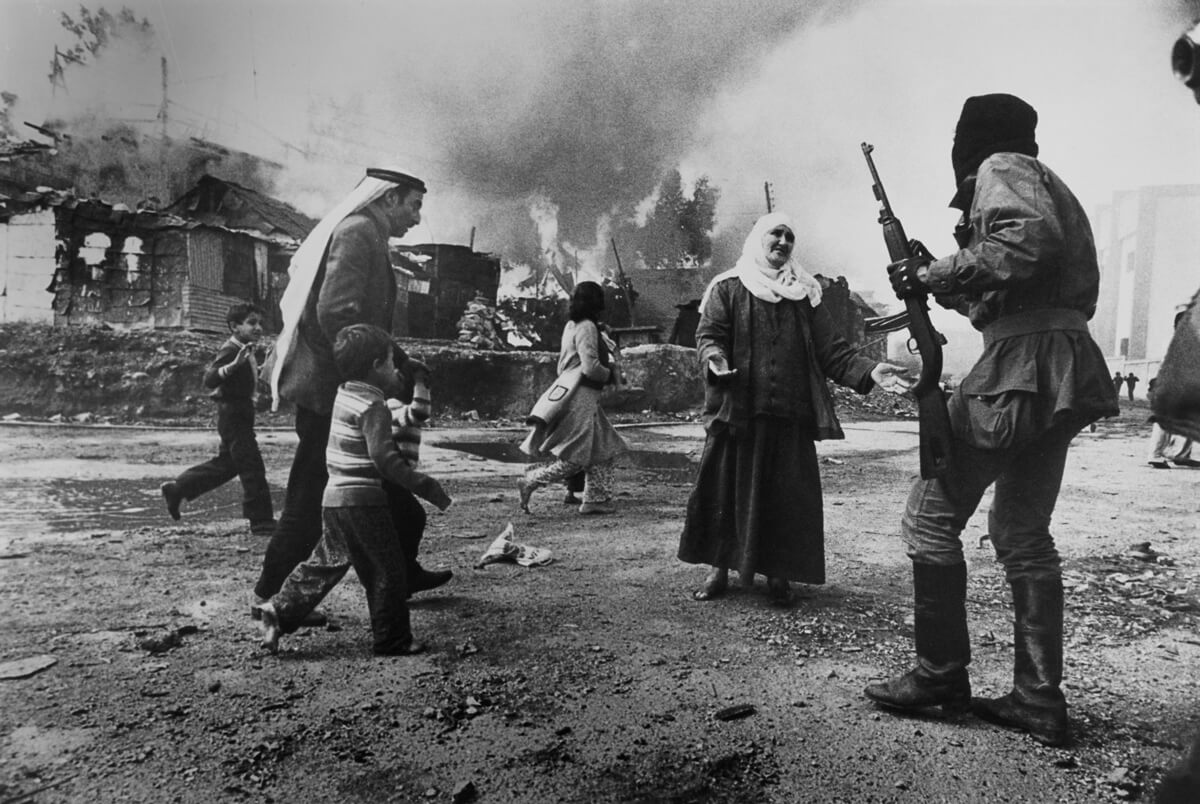 Karantina, one of the neighborhoods that witnessed violent incidents marking the first years of the Lebanese civil war. Beirut, January 18, 1976. (Françoise Demulder)